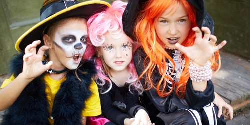 Scrambling for a Costume? 6 Ways to Save at the Halloween Shop