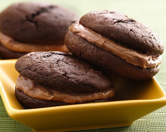 BETTY BRACKETS RECIPE : TRIPLE CHOCOLATE STOUT WHOOPIE PIES