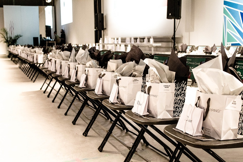 white paper bags giveaways